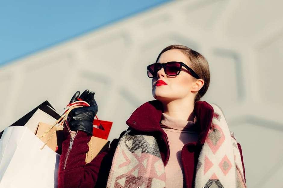 woman-model-sunlight-sunglasses-fashionistando01